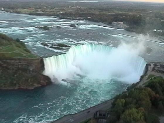 Skylon, Blick auf Niagarafälle